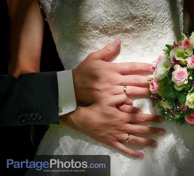 Partager son mariage en privé permet de protéger son droit à l'image et ainsi préserver sa vie privée, ainsi que celle des personnes présentes sur les photos ou les vidéos de mariage.