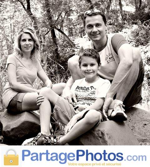 Le partage sécurisé de photos de voyage et de vacances en famille