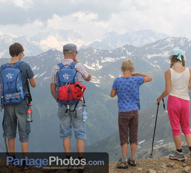 Créer son carnet de voyage en ligne permet de partager entre amis ou en famille