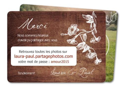 Imprimer l'adresse et mot de passe sur ses cartes de remerciements de mariage permet aux invités de profiter des photos