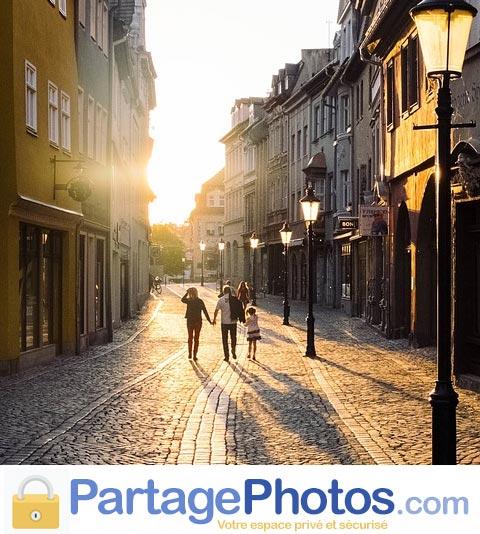 Créer un blog expat permet de partager des photos et vidéos à distance, en toute sécurité