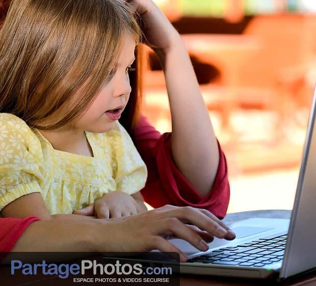 Partager des photos d'enfants sur Facebook n'est pas sans conséquence