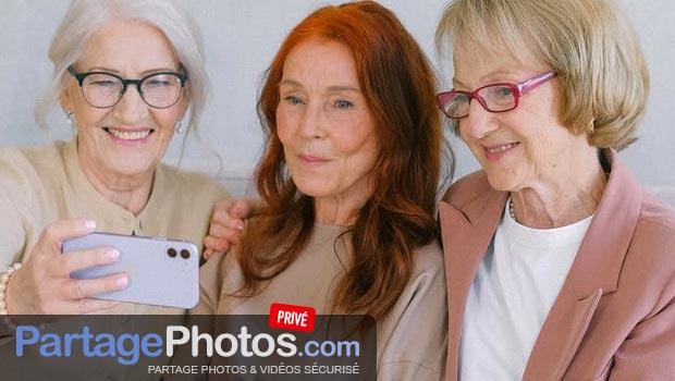 Album photo collaboratif : De 7 à 77 ans, protéger sa vie privée lorsqu'on partage des photos ou des vidéos est important.